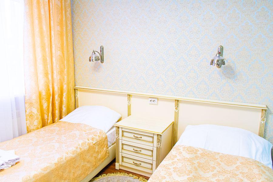 """Фотография двухместного номере """"Повышенной комфортности"""" санатория Радуга"""