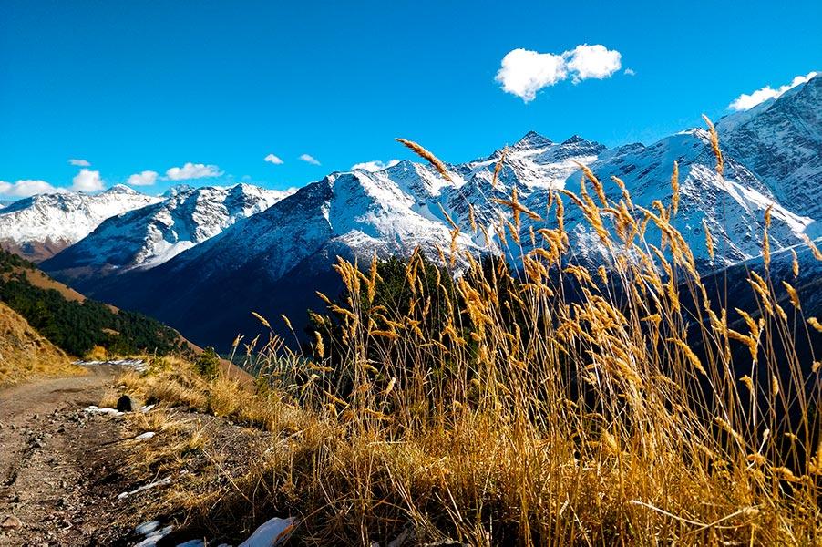 Пейзаж в посёлке Терскол, недалеко от Эльбруса